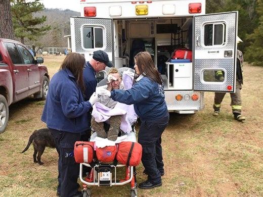 Người đàn ông này đã bị bỏng ở mặt trong lúc cố gắng cứu chú chó của mình khỏi vụ cháy