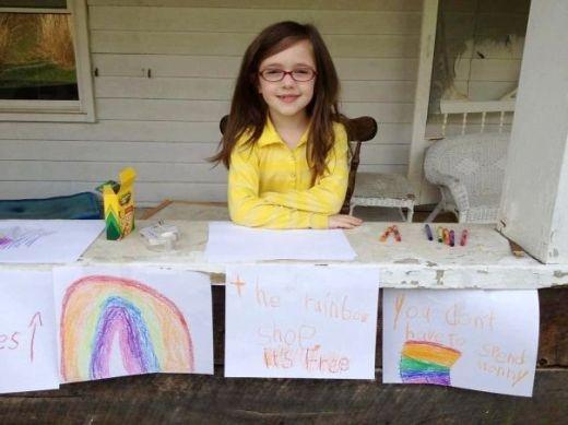 Cô bé này đã vẽ thật nhiều hình cầu vồng và tặng miễn phí chúng cho bất kì ai đang cần vực dậy tinh thần.