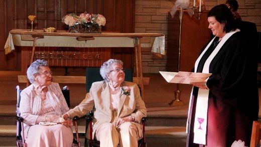 Ở tuổi 72, cuối cùng, hai cụ bà này cũng được kết hôn với nhau.