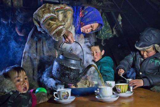 Một buổi trà nóng để sưởi ấm tại bán đảo Yamal