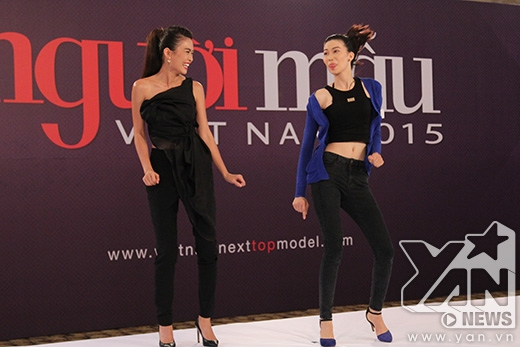Mâu Thủy khá bối rối, ngại ngùng khi nhảy sexy dance cùng Nguyễn Thị Kim Phương.