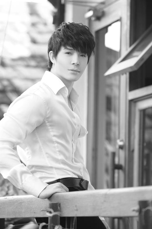 Nathan Lee khoe vẻ mộc mạc trong bộ hình đen, trắng ấn tượng. - Tin sao Viet - Tin tuc sao Viet - Scandal sao Viet - Tin tuc cua Sao - Tin cua Sao
