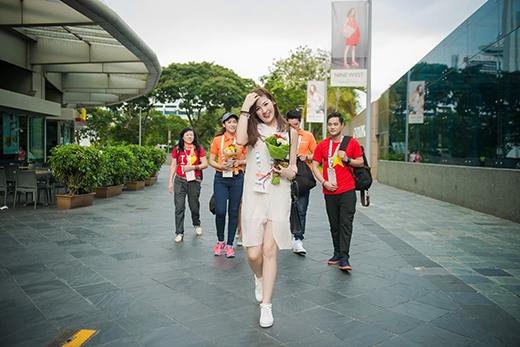 Á hậu Tú Anh cực kì phấn khích khi được trực tiếp gặp mặt các cầu thủ của đội tuyển U23 Việt Nam. - Tin sao Viet - Tin tuc sao Viet - Scandal sao Viet - Tin tuc cua Sao - Tin cua Sao