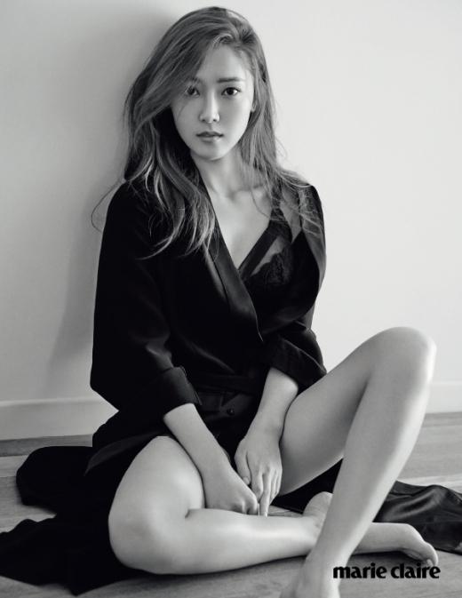 """Dù không sở hữu thân hình """"chuẩn"""" nhưng Jessica vẫn thừa sức khiến các fan """"phát cuồng"""" nhờ sự """"sang chảnh"""" và gợi cảm vốn có của mình."""