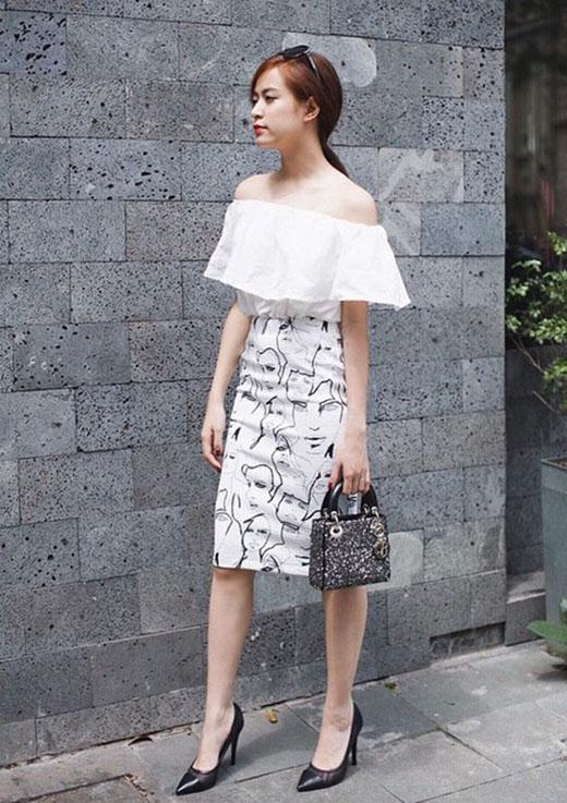 Ngắm nghía street style đầy màu sắc của Hoàng Thùy Linh