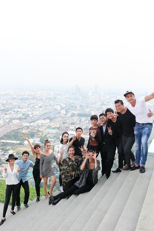 Dàn thí sinh Điệp vụ tuyệt mật tận hưởng chiến thắng tại tầng cao nhất của khách sạn Lebua - Tin sao Viet - Tin tuc sao Viet - Scandal sao Viet - Tin tuc cua Sao - Tin cua Sao