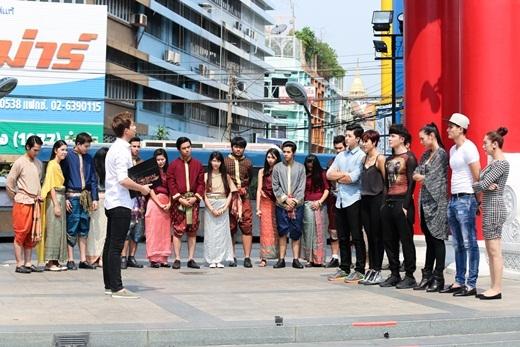 11 thí sinh và 14 người mẫu giúp 2 nhóm làm nhiệm vụ. - Tin sao Viet - Tin tuc sao Viet - Scandal sao Viet - Tin tuc cua Sao - Tin cua Sao
