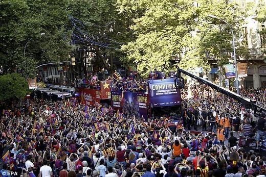 Niềm vui vô bờ bến của những người Barcelona.