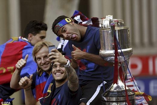 Hình ảnh ngộ nghĩnh của các cầu thủ Barcelona.