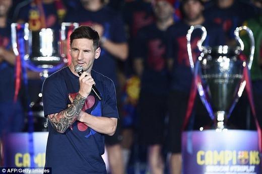 Màn diễu hành hoành tráng ăn mừng chức vô địch của Barcelona