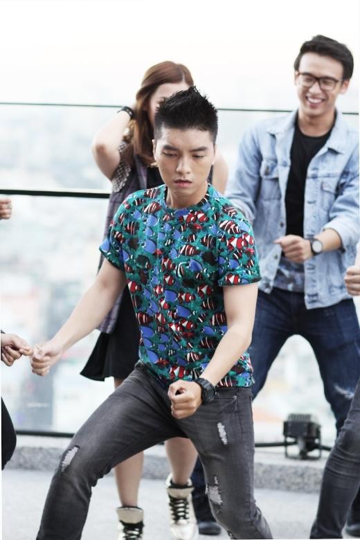 Mới đây, Ngọc Trai đã cùng các VJ YANTV quậy tưng trong MV Khi chúng ta trẻ - MV chủ đề của chiến dịch Foreveryoung Foreveryan