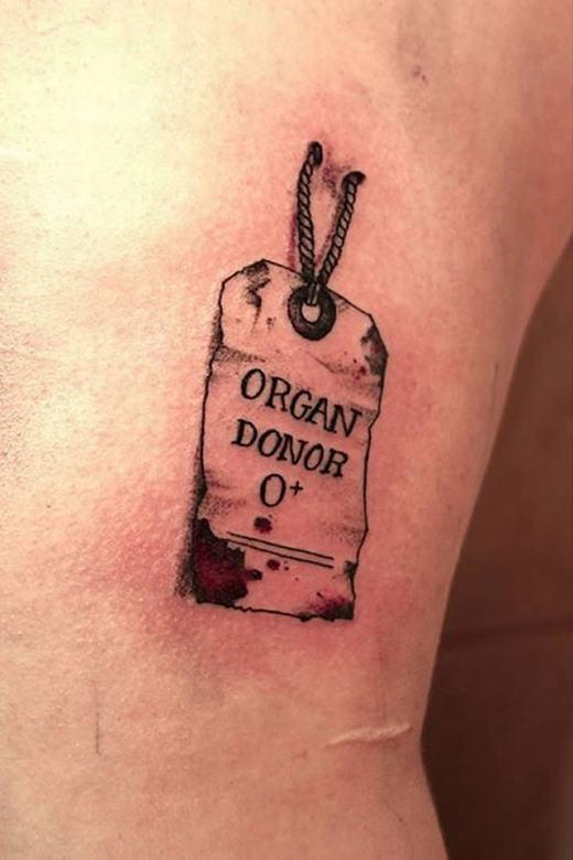 """Có lẽ đây là người """"ăn no lo xa"""" nhất thế giới, anh xăm cả nhóm máu của mình phòng trường hợp vào bệnh viện."""