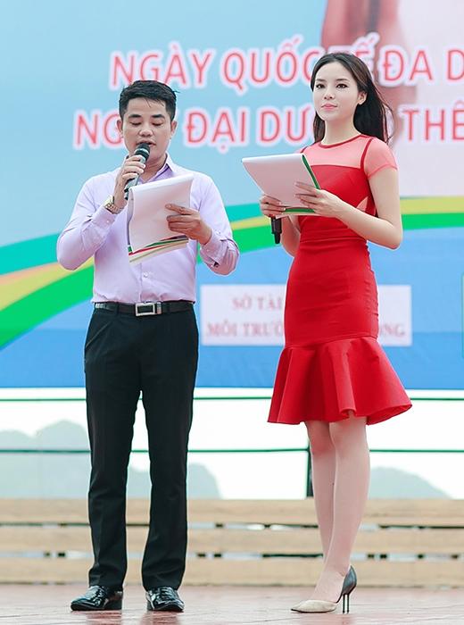 Kỳ Duyên xuất hiện quyến rũ với bộ đầm đỏ trong vai trò MC - Tin sao Viet - Tin tuc sao Viet - Scandal sao Viet - Tin tuc cua Sao - Tin cua Sao