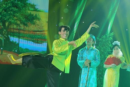 Thí sinh Tâm Anh lại một lần nữa cho thấy mình là một diễn viên đa tài khi kết hợp rất nhiều điệu nhảy vào tiết mục múa dân gian. Đặc biệt hơn, màn múa mâm khá lạ mắt đã giúp Tâm Anh lấy về cho mình 3 ngôi sao xanh của ban giám khảo. - Tin sao Viet - Tin tuc sao Viet - Scandal sao Viet - Tin tuc cua Sao - Tin cua Sao
