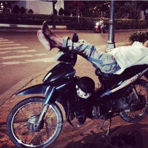 """Chùm ảnh ngộ nghĩnh về """"nghệ thuật ngủ trưa"""" của người Sài Gòn"""