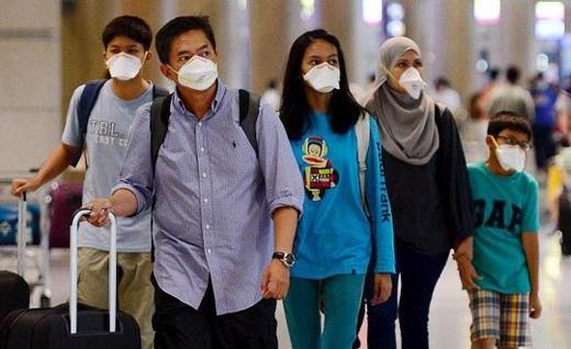 Người dân nhiều nước có dịch phải đeo khẩu trang tại sân bay