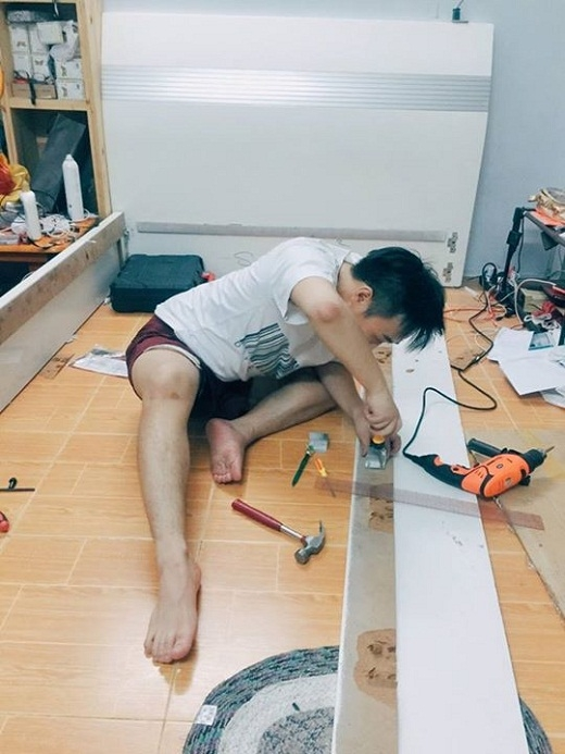 Trung Quân Idol với hình ảnh lăn xả khi chuyển nghề... đóng giường - Tin sao Viet - Tin tuc sao Viet - Scandal sao Viet - Tin tuc cua Sao - Tin cua Sao