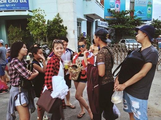 Đông Nhi: Tôi là tôi đẹp nên tôi phải đứng chính giữa hình - Tin sao Viet - Tin tuc sao Viet - Scandal sao Viet - Tin tuc cua Sao - Tin cua Sao