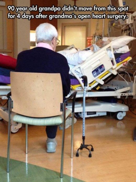 Cụ ông 90 tuổi chỉ ngồi một chỗ trong 4 ngày và không rời đi nơi khác khi cụ bà phải trải qua ca phẫu thuật tim.