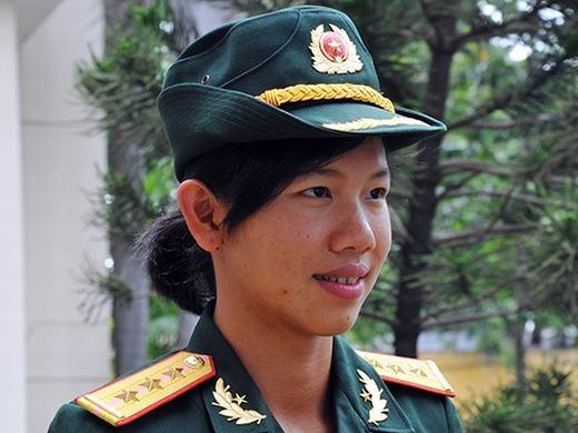 Ngày 26/8/2013, Ánh Viên được Bộ Tư lệnh Quân khu 9 đặc cách trao cho quân hàm Thượng úy Quân nhân chuyên nghiệp và khen thưởng vì những thành tích mà cô đã đạt được cho nền thể thao nước nhà.