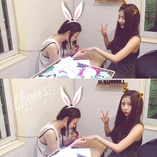 Quỳnh Anh Shyn và hot girlTrâm Anh cũng là một trong những người bạn thân thiết của nhau. Để ủng hộ cô bạn thân,Quỳnh Anh Shynđã tới cửa hàng làm đẹp mới củaTrâm Anh và đề nghị cô chủ nhỏ làm đẹp cho mình.
