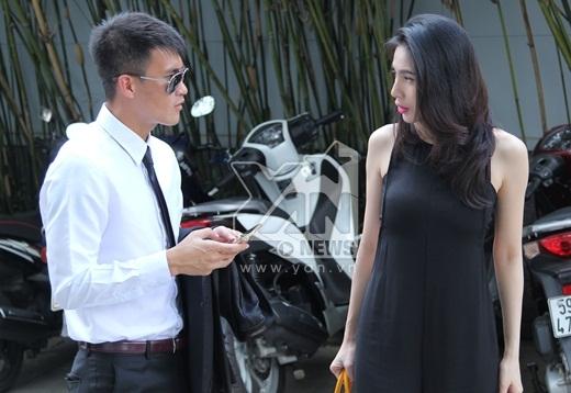 Hai vợ chồng trao đổi, nói chuyện cùng nhau trước khi bước vào phim trường - Tin sao Viet - Tin tuc sao Viet - Scandal sao Viet - Tin tuc cua Sao - Tin cua Sao