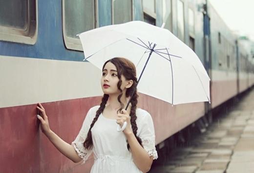 Say đắm với vẻ đẹp của búp bê ảnh thẻ dưới mưa Sài Gòn