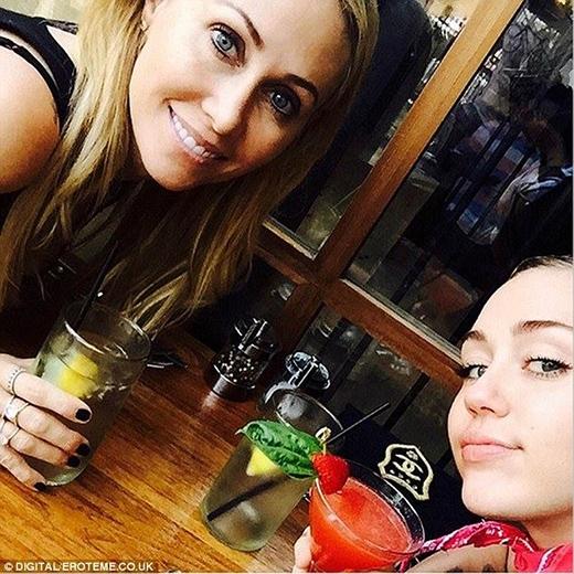 Miley và mẹ