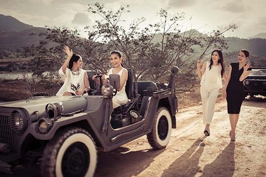 Trang phục của các cô gái lấy tông màu trắng đen làm chủ đạo để tạo sự nền nã, gần gũi nhưng vẫn toát lên vẻ đẹp của mỗi người. - Tin sao Viet - Tin tuc sao Viet - Scandal sao Viet - Tin tuc cua Sao - Tin cua Sao