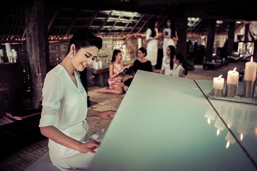 Hoa hậu Ngọc Hân, Trương Thị May rạng rỡ lái xe cổ về cao nguyên - Tin sao Viet - Tin tuc sao Viet - Scandal sao Viet - Tin tuc cua Sao - Tin cua Sao
