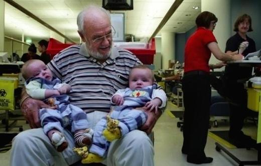 Ngưỡng mộ người đàn ông hiến máu cứu sống hơn 2 triệu trẻ em
