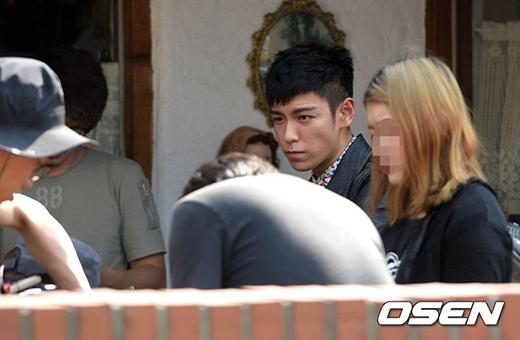 Fans đứng ngồi không yên với nụ cười hồn nhiên của T.O.P