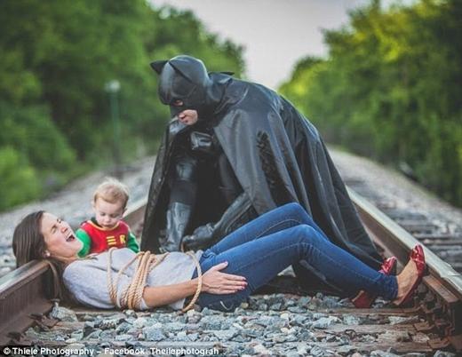 Tan chảy với bộ ảnh anh hùng cứu mỹ nhân siêu dễ thương nhân ngày của Cha