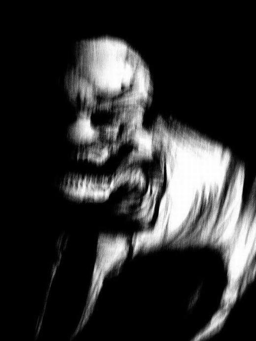 Đây là hình ảnh được ghi lại trong một buổi gọi hồn vào năm 1993. Người ghi lại hình ảnh đã chết sau đó với các vết thương và bị móc mắt. Còn với những người tham gia gọi hồn, họ cũng phải chịu những điều xui xẻo không thể lí giải.