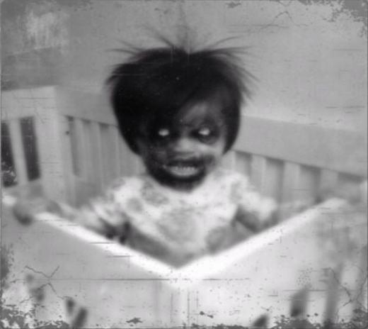 Hình ảnh đáng sợ này xuất hiện trong 1 cuốn phim trong căn nhà hoang của một gia đình đã bị mất tích trước đó.