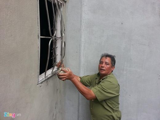 Ông Cọ kể lại giây phút cùng con rể giải cứu 5 người trong ngôi nhà cháy.