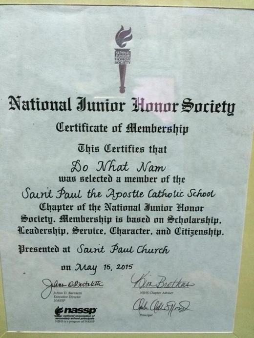 Giấy chứng nhận Đỗ Nhật Nam đã trở thành học sinh của trường Trung học công giáo Saint Paul the Apostle. Thành viên của Hội danh dự trung học đệ nhất cấp quốc gia (NJHS).