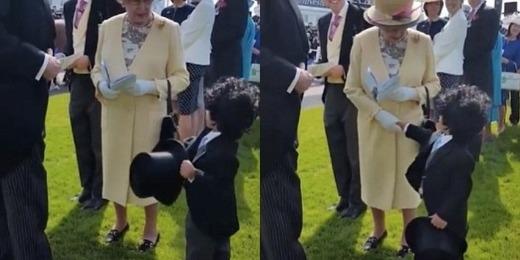 Khoảnh khắc Mohammed lịch lãm ngã mũ ra bắt tay với Nữ hoàng làm cộng đồng mạng điên đảo vì độ dễ thương của cậu bé.