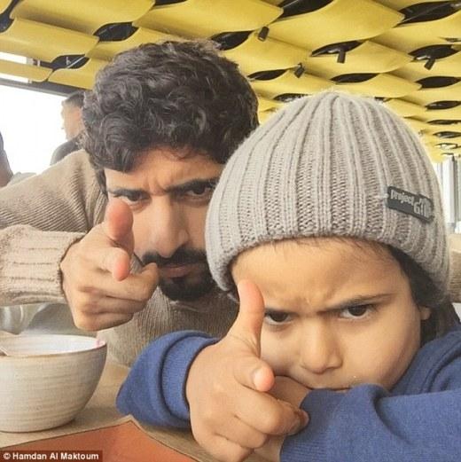 Cậu bé rất thân với hoàng tử Dubai Hamdan nổi tiếng.