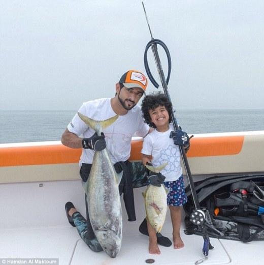 Câu cá cùng với hoàng tử ở Đại Tây Dương.