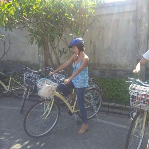 HwangJung Eum thích thú khoe hình đạp xe đạp ở Việt Nam