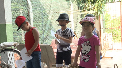 4 nhóc tì cũng bắt đầu thực hiện những nhiệm vụ đầu tiên của chương trình. - Tin sao Viet - Tin tuc sao Viet - Scandal sao Viet - Tin tuc cua Sao - Tin cua Sao