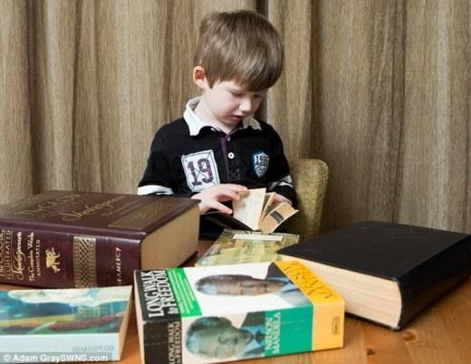 Sốc với thần đồng 3 tuổi có thể đếm số bằng 4 thứ tiếng