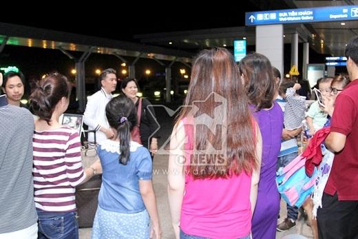 Nhiều khán giả nhận ra sự có mặt của Đàm Vĩnh Hưng tại sân bay - Tin sao Viet - Tin tuc sao Viet - Scandal sao Viet - Tin tuc cua Sao - Tin cua Sao