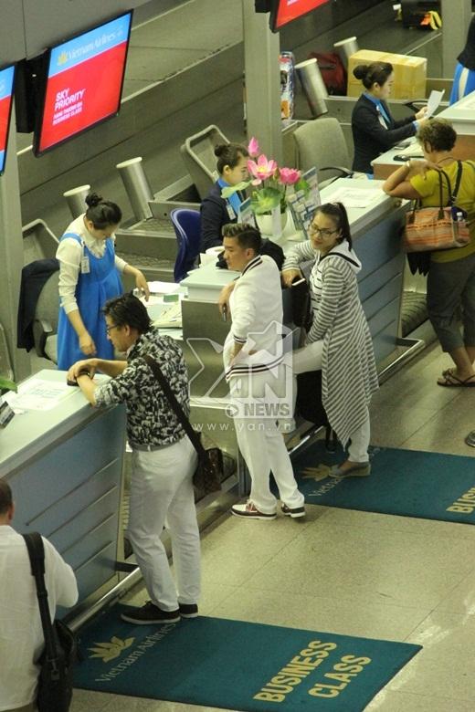 Bắt gặp Đàm Vĩnh Hưng hốt hoảng tại sân bay - Tin sao Viet - Tin tuc sao Viet - Scandal sao Viet - Tin tuc cua Sao - Tin cua Sao