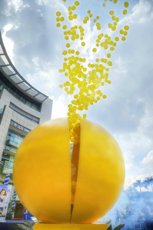 Hàng trăm tinh thể Collagen bay lên trời, bí mật bên trong quả bóng từ từ hé mở