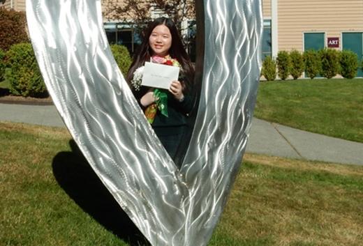 Nguyễn Ngọc Mỹ Anh, nữ sinh tuổi 14 được nhận bằng khen từ Tổng thống Mỹ bởi thành tích học tập xuất sắc tại trường.