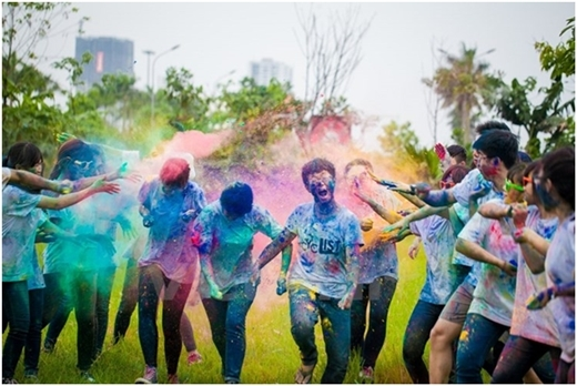Giới trẻ phát sốt với trào lưu chụp ảnh cùng bột màu đầy cá tính