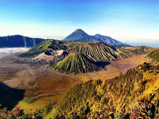 Tham quan hệ thống núi lửa đang hoạt động ở Java, Indonesia.