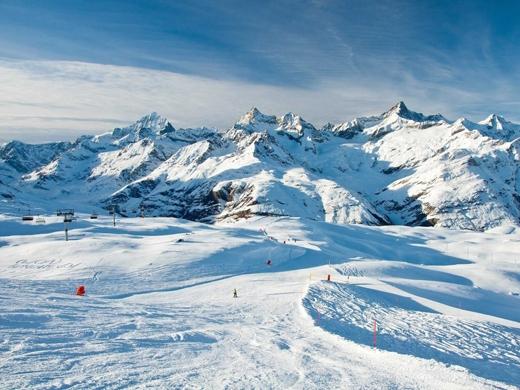 Trượt tuyết trên dãy núi Alps hùng vĩ của Thụy Sĩ.